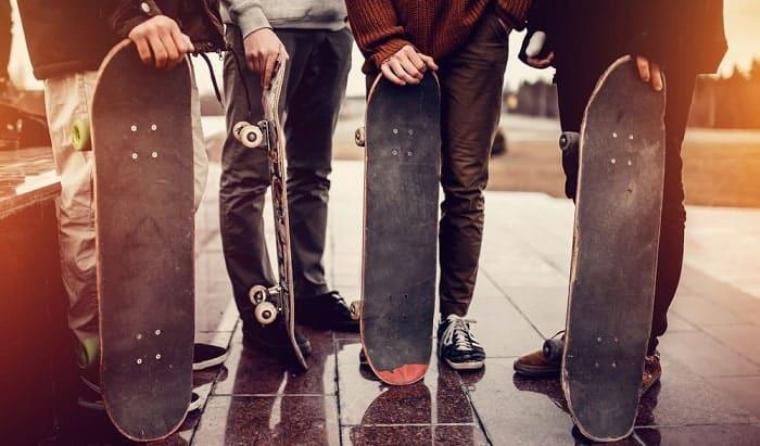 Which-is-better-skateboard-or-longboard