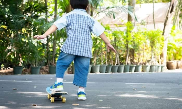 beginner-skateboard-for-6-year-old