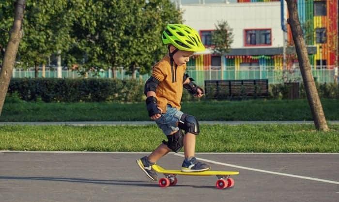 best-starter-skateboard-for-6-year-old