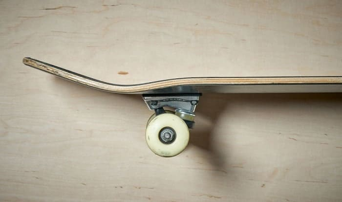 Do-you-need-to-clean-skateboard-wheels