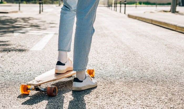 How-do-you-stand-on-a-drop-deck-longboard