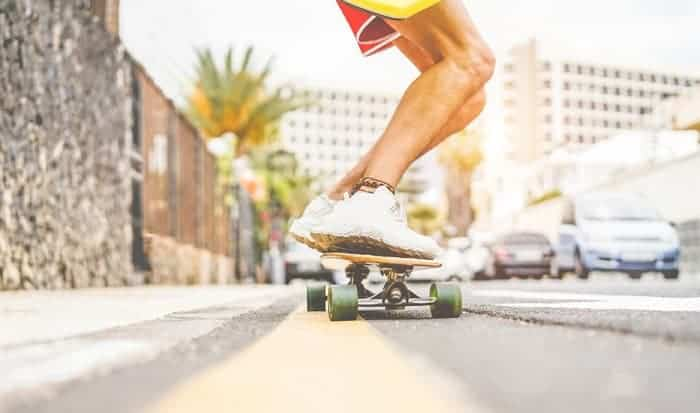 What-is-the-easiest-way-to-stop-on-a-skateboard