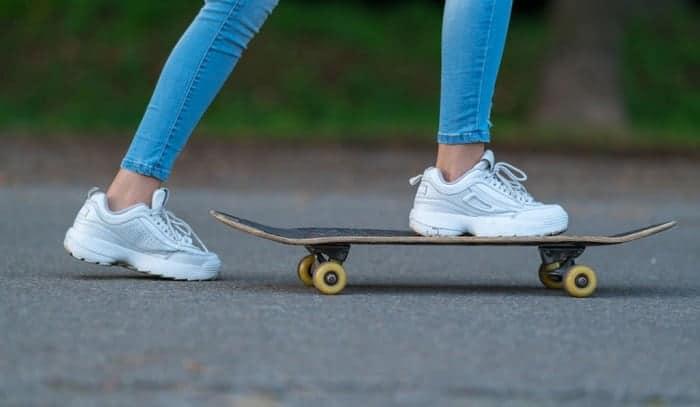 pushing-on-a-skateboard