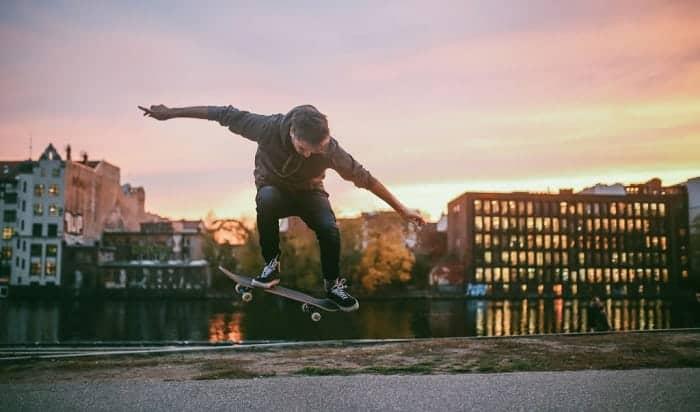 what size skateboard do pros ride