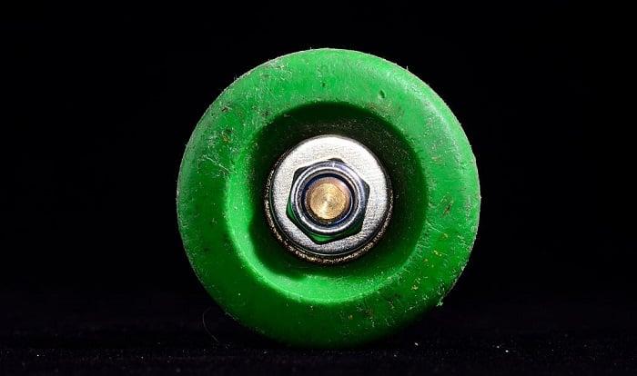 change-skateboard-wheels